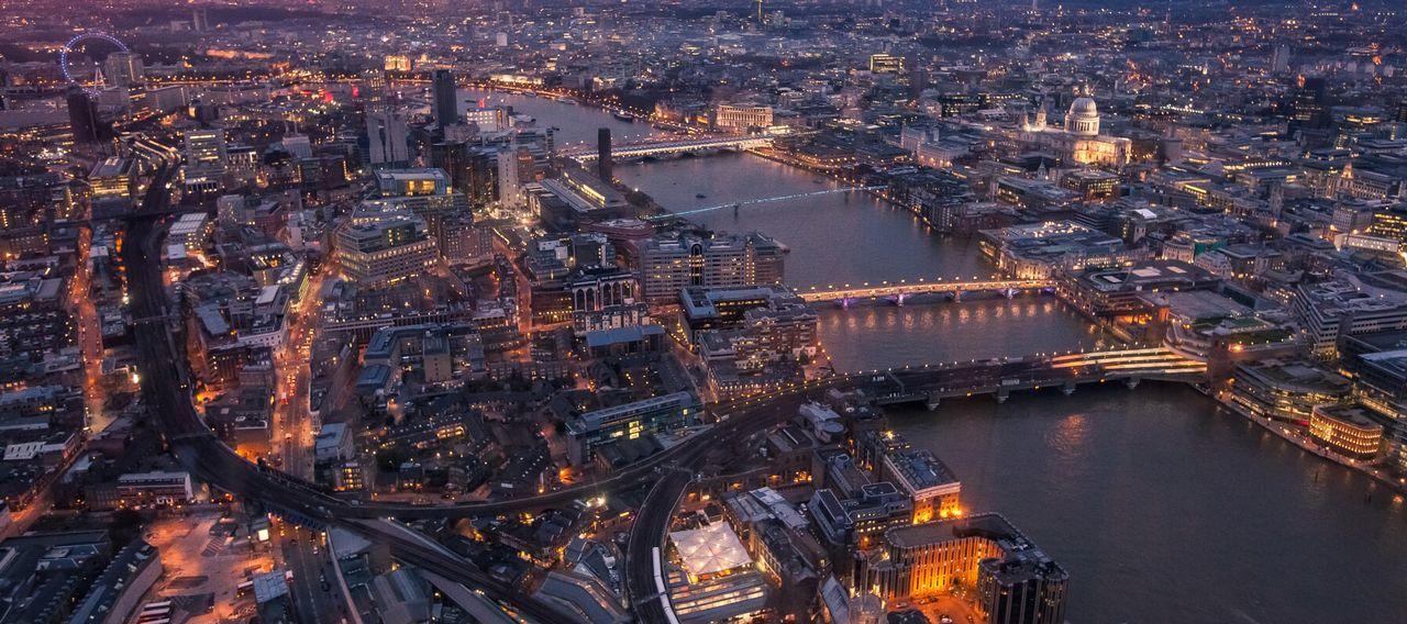 datând un bancher london